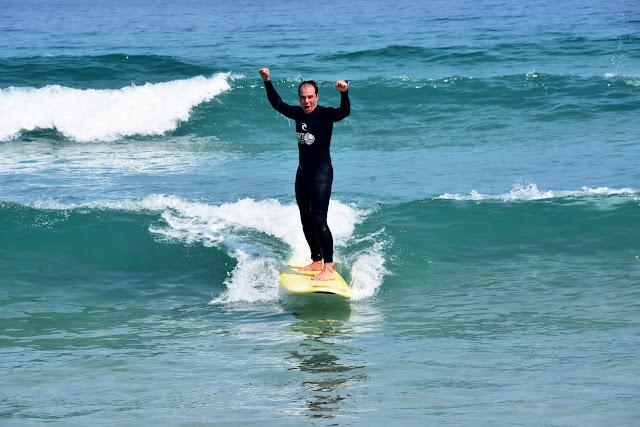 Surfeando la carne de la ola