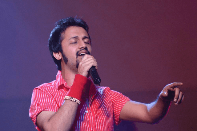 Know the Complete Biography  of Atif Aslam - Age | Born | Education | Life |  Jal Band Formation | First Song in Bollywood | Songs List | Hobbies | Networth | Achievements | Images | Marriage | Controversies |