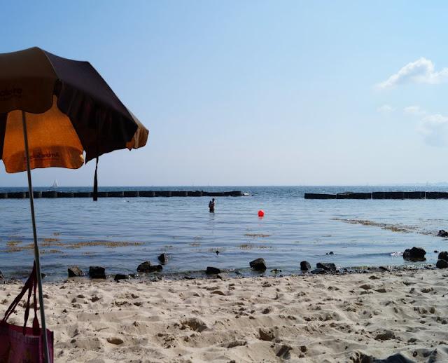 Strand Schilksee Sonnenschirm Ostsee
