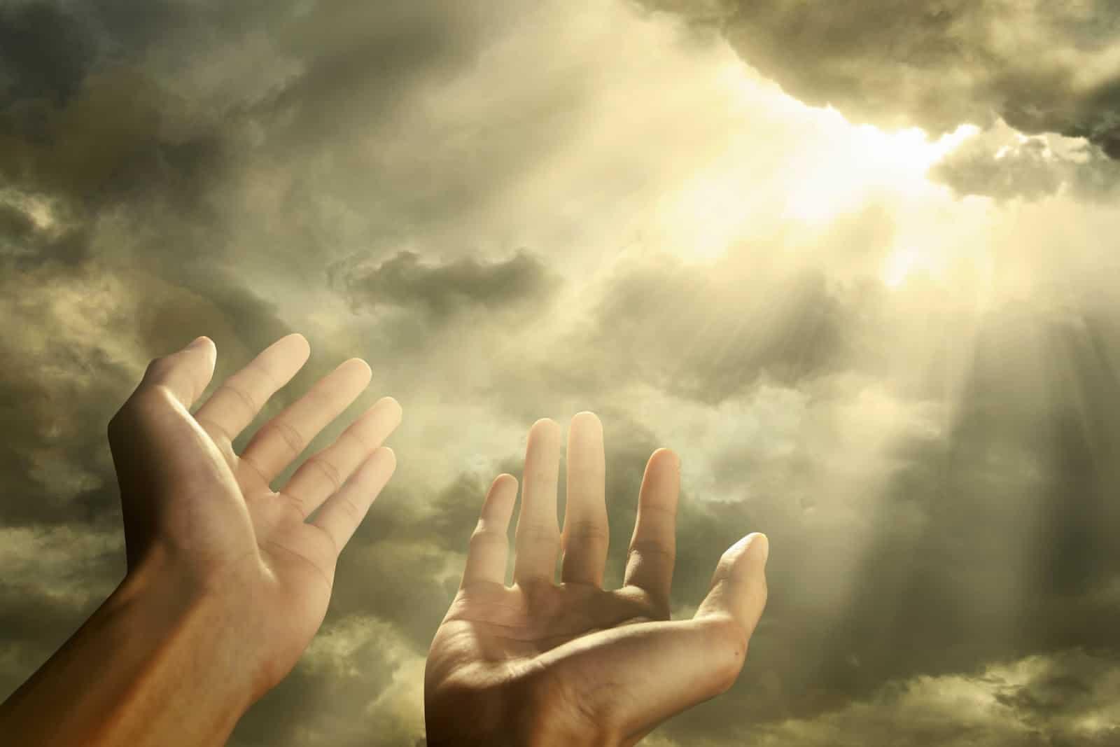 Dan Rasulullah Pun Mengangkat Tangannya