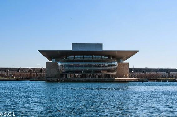 Vista desde Amalienborg de la opera de Copenhague