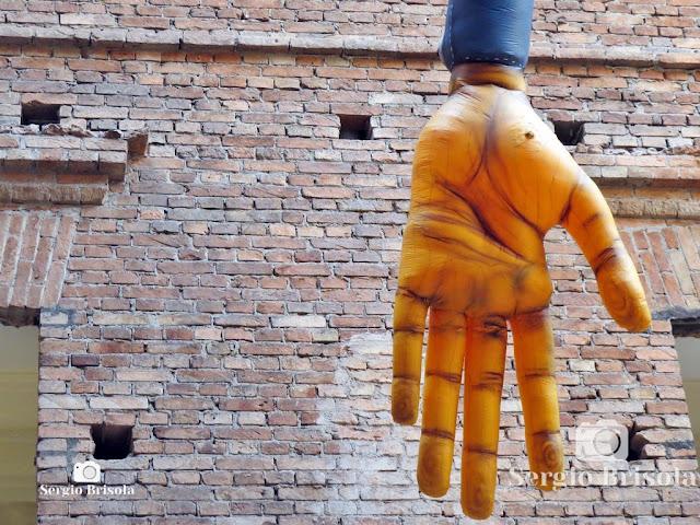 Gigante (The Giant B-Boy) - OsGemeos (Mão)