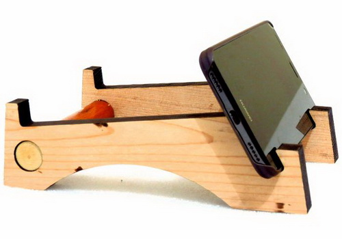 Tinuku Wooden Smartphone stand collection for desk design by Studio Doclassworks