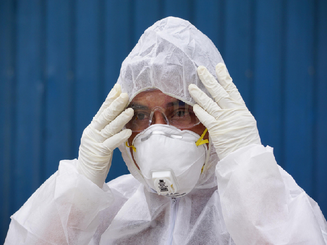कोरोना से लड़ाई में PPE Kits पर राजनीति भी होने लगी, जानें क्या है पूरी ख़बर....