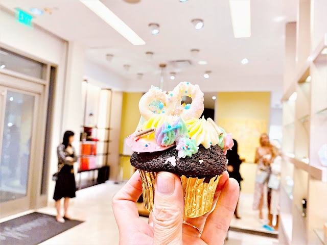 Trophy cupcakes at Neiman Marcis for Bravern Fashion Week 2019