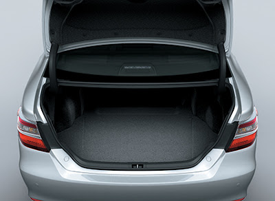 Cốp sau của Toyota Camry 2015 cũng khá rộng
