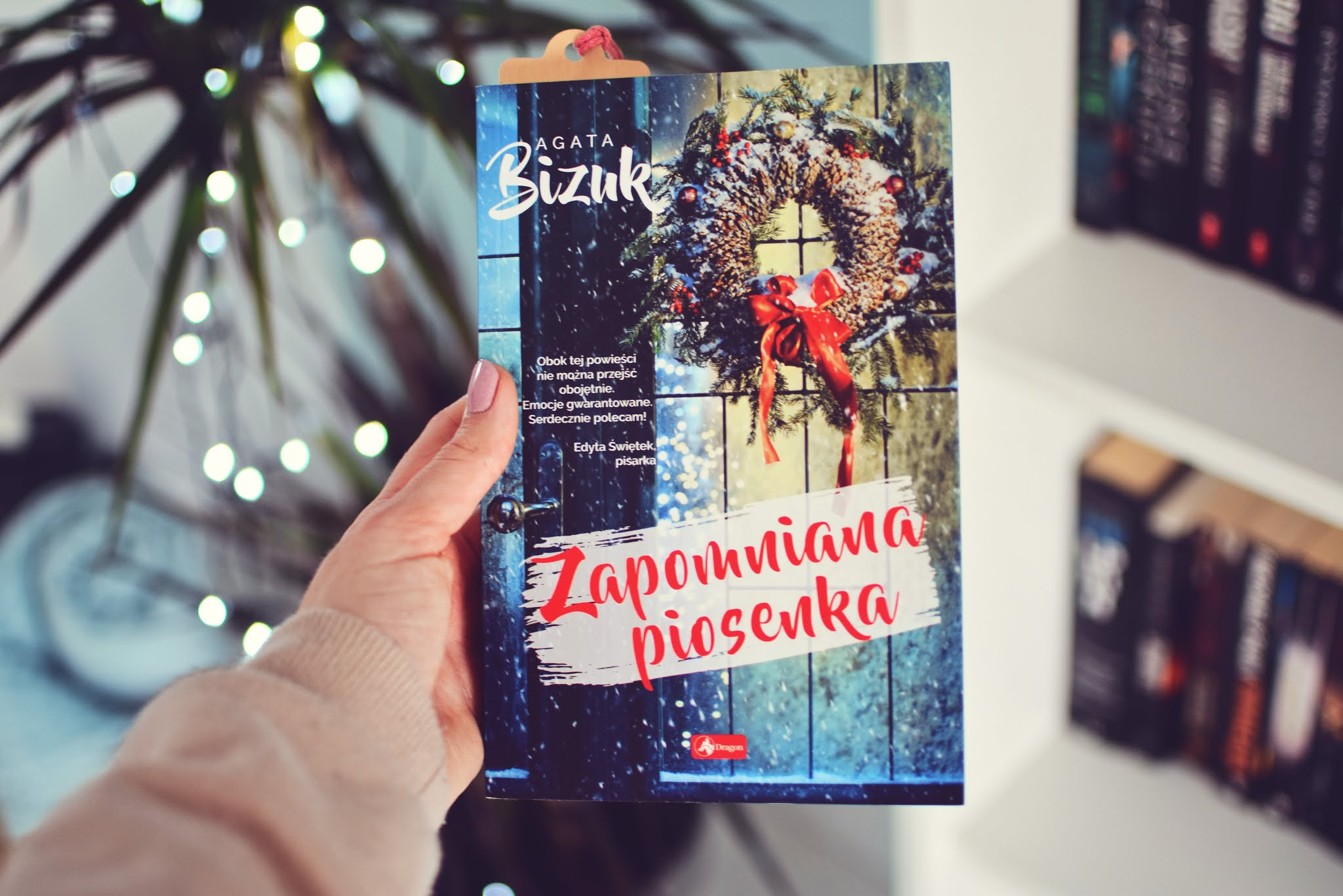 AgataBizuk,świątecznie,motywświąt,powieśćobyczajowa,romans,WydawnictwoDragon,ZapomnianaPiosenka,opowiadanie,recenzja,rozsądnamłodzież,Święta,