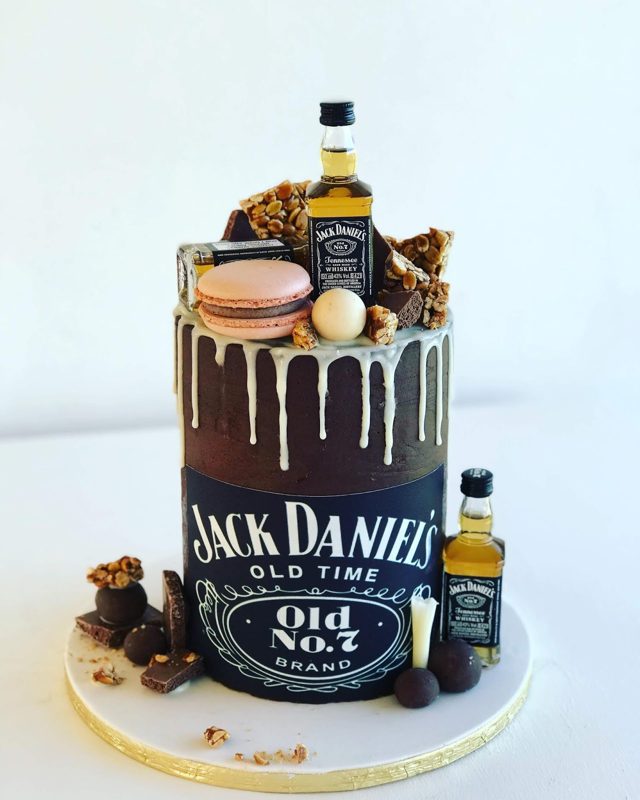 Incredible Rozannes Cakes Jack Daniels Themed Cake R740 Funny Birthday Cards Online Alyptdamsfinfo