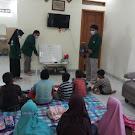 Mahasiswa Prodi Matematika FKIP Uhamka dampingi Anak-anak dalam Belajar