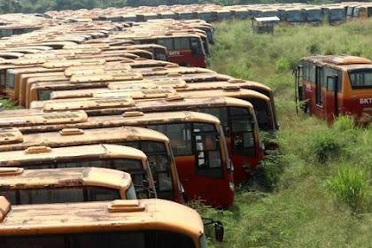 """""""Kuburan Bus"""" Oleh: M Rizal Fadillah"""