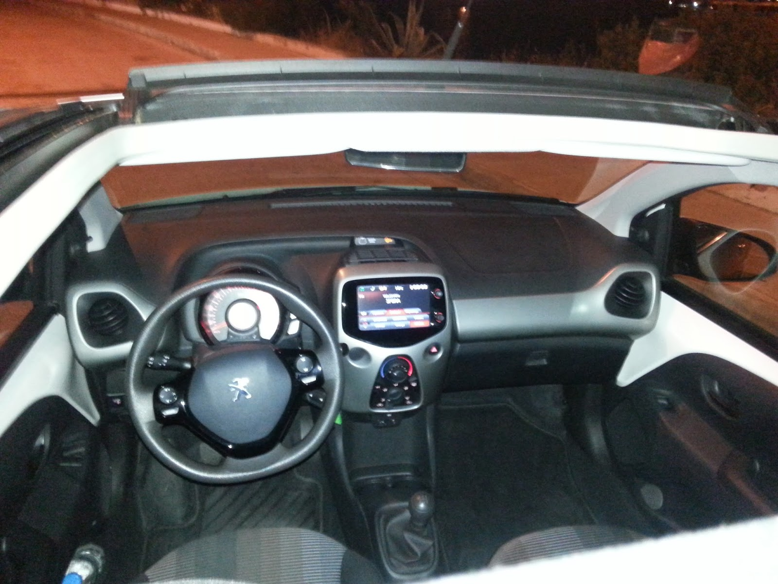 f3 Χιλιάρι Peugeot 108 χωρίς οροφή: Λέει;