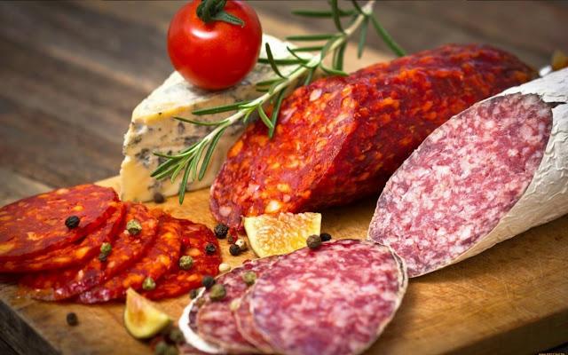 колбаса, сосиски, фото колбасы, фото сосисок, фото гастрономические, фото кулинарные, еда, кулинария, фото еды, картинки с едой, обои, картинки для оформления, картинки кулинарные, мясопродукты, гриль, сосиски на гриле, барбекю,