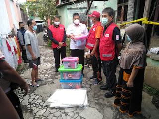 PMI Lampung Salurkan Bantuan Korban Kebakaran di Kelurahan Gotong Royong
