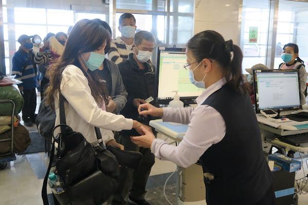 彰化醫院查核健保卡管制 民眾肯定及配合防疫