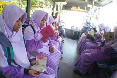 Para Siswa di Banda Aceh Ini Kompak Ngaji di Bus Umum Untuk Meriahkan Ramadhan