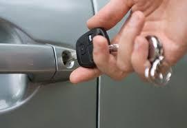 Como se abre el coche con llaves adentro