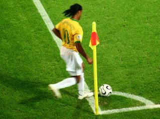 رونالدينيو لاعب سابق لمنتخب البرازيل
