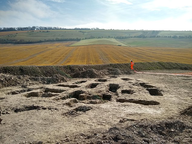 Iron Age settlement and 'ritual burials' discovered in Oxfordshire