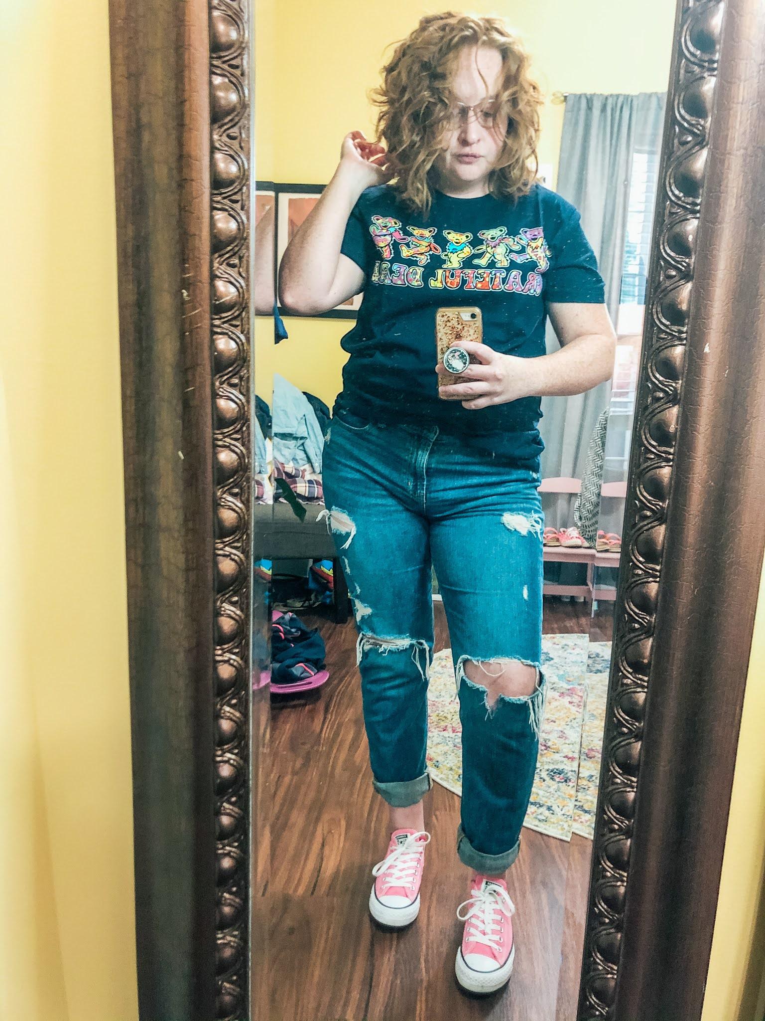 grateful-dead-bear-shirt-ripped-jeans-converse
