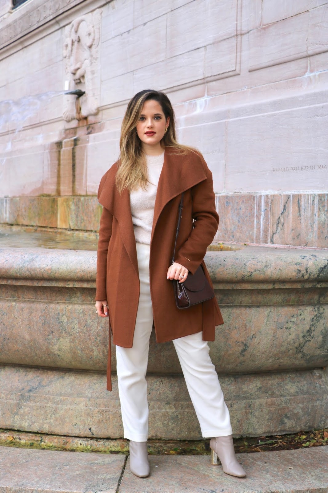 Nyc fashion influencer Kathleen Harper wearing a monochrome fall outfit.
