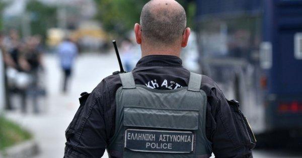 Μπράβοι ξυλοκοπούν αστυνομικό στην Θεσσαλονίκη (βίντεο)