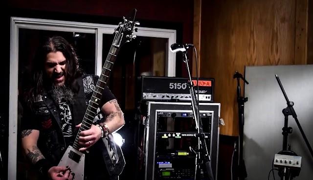 Membros dos Machine Head fazem covers de Metallica, System of a Down e Iron Maiden