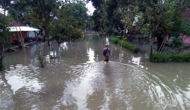 Banjir saat terjadi di Lumajang