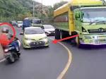 Viral Video Detik-Detik Tabrakan Motor dan Mobil di Tompo Ladang
