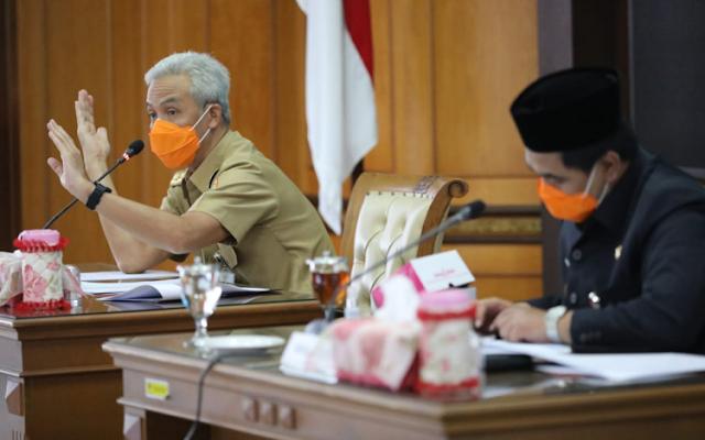 Ganjar Minta Kota Semarang Segera Tarik Rem