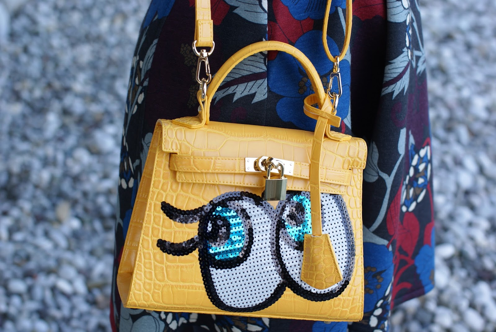 bag with eyes, playnomore shygirl bag on Fashion and Cookies fashion blog, fashion blogger style