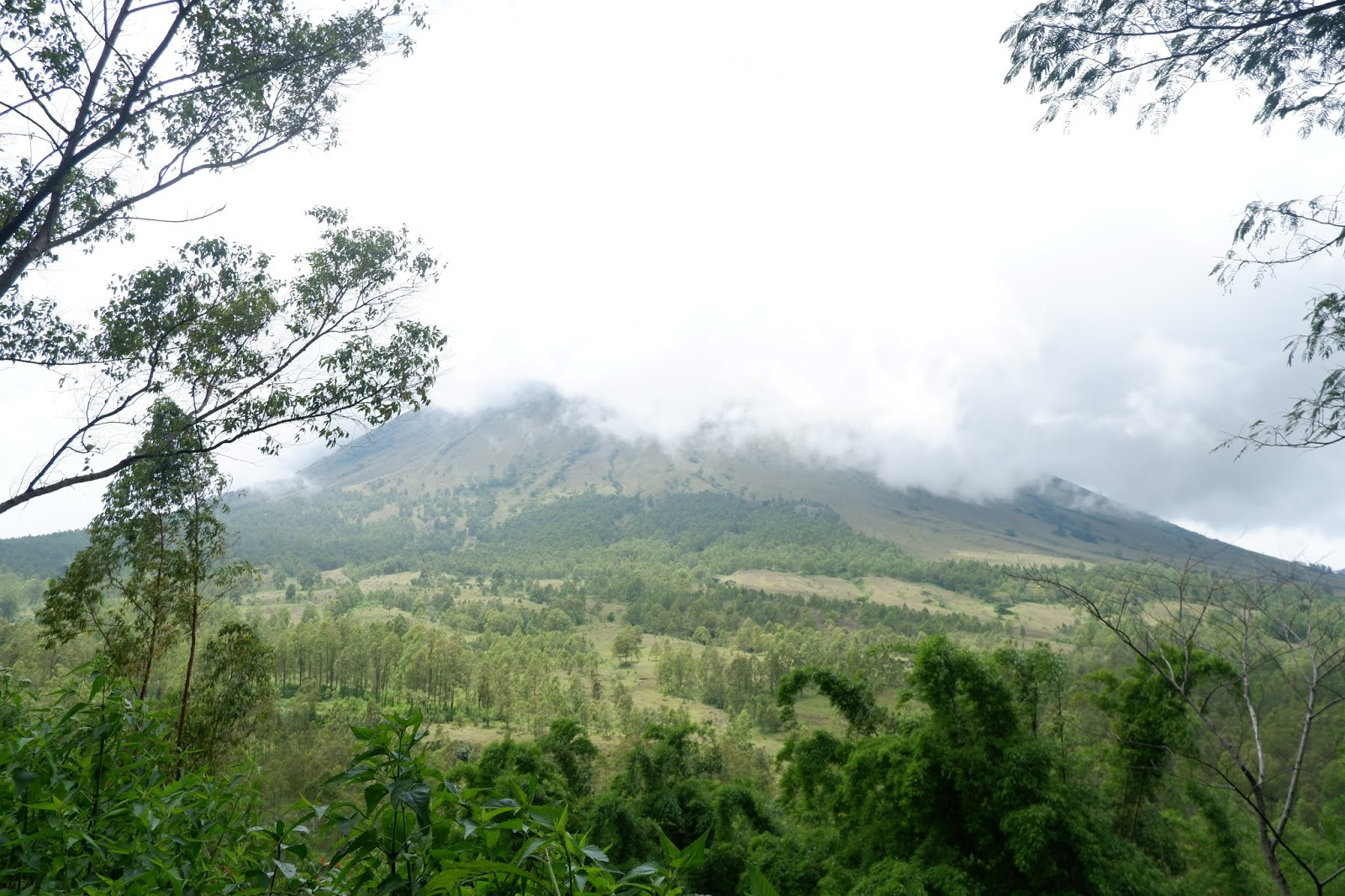 gunung inerie bajawa