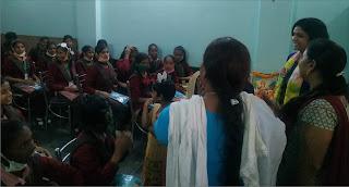 कस्तूरबा गांधी बालिका विद्यालय के बालिकाओं के बीच पहुंचीं डीएम की धर्मपत्नी  | #NayaSaberaNetwork