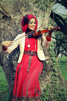 hunting hijab di rumput gaya hunting remaja hijab