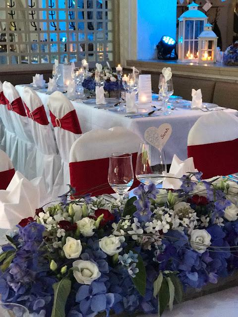 Tischdekoration,Rot Liebe, Blau Treue, Weiß Unschuld, Farbschema, Hochzeit, heiraten in Garmisch, Bayern, Deutschland, Riessersee Hotel, Hochzeitshotel, Hochzeitsplanerin Uschi Glas