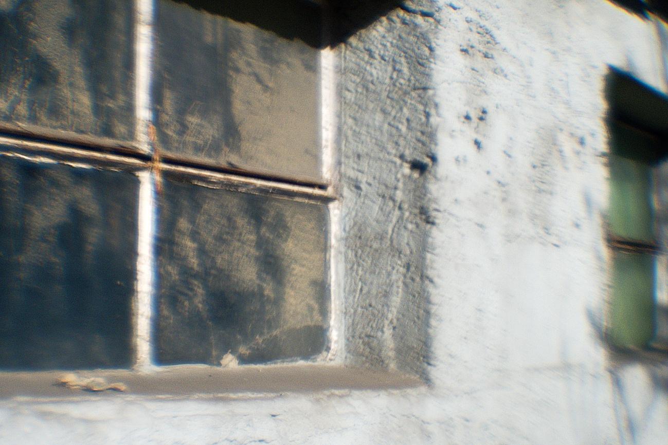 Bilder mit dem Kollimator-Selbstbau-Objektiv #14 —Fassaden&Mauern #26 — Stallfenster