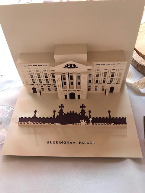 3-D-Tischkarten London, London meets Garmisch-Partenkirchen, Sommerhochzeit im Vintage-Look in Bayern mit internationalen Hochzeitsgästen, Riessersee Hotel, Hochzeitsplanerin Uschi Glas