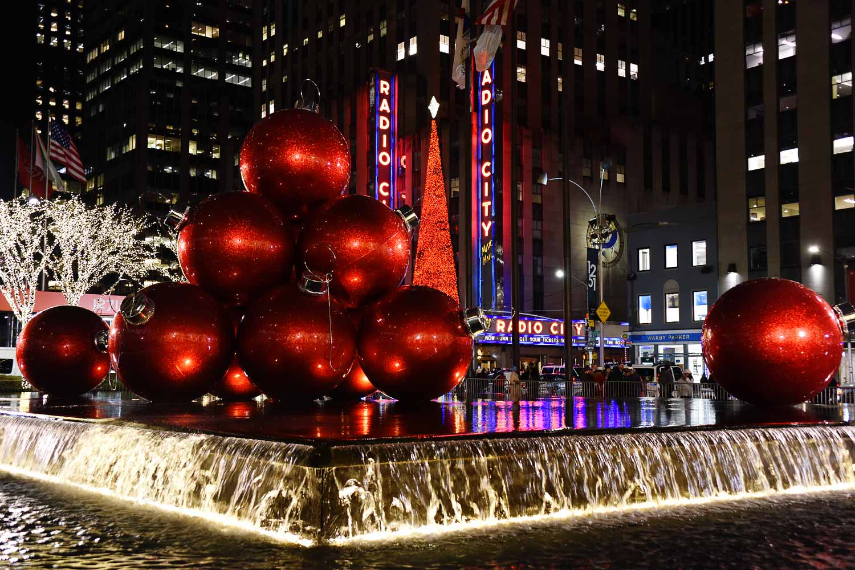 New York Christmas Ornament Fountain