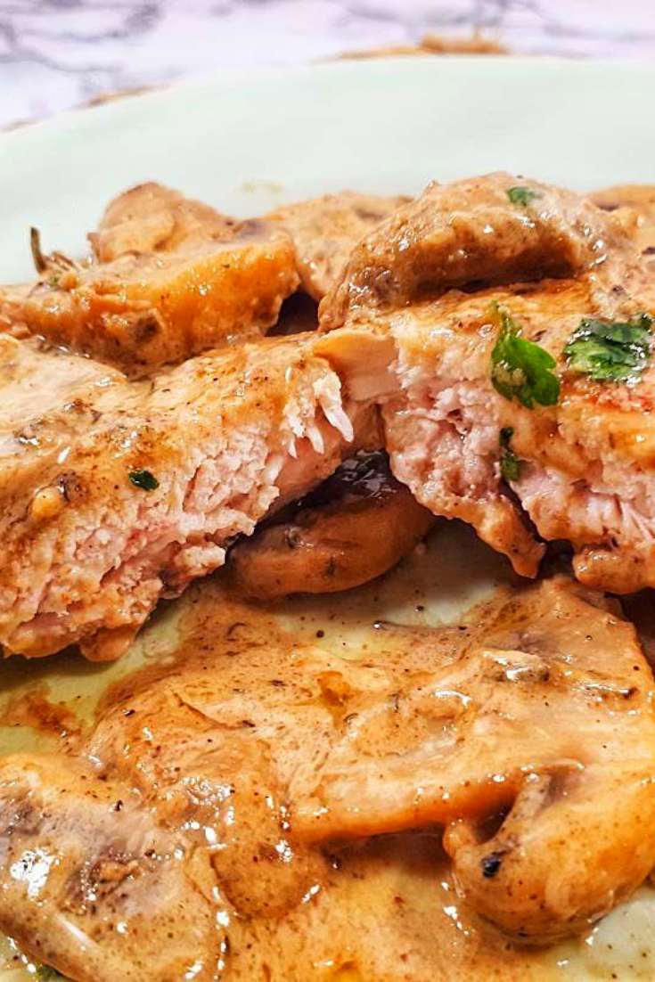 UNDER 30 MINUTES KETO CHICKEN THIGHS WITH CREAMY MUSHROOMS SAUCE