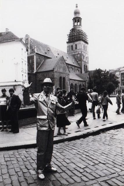 """1987 год. Рига. Домская площадь. Акция """"Бронзовый человек"""""""