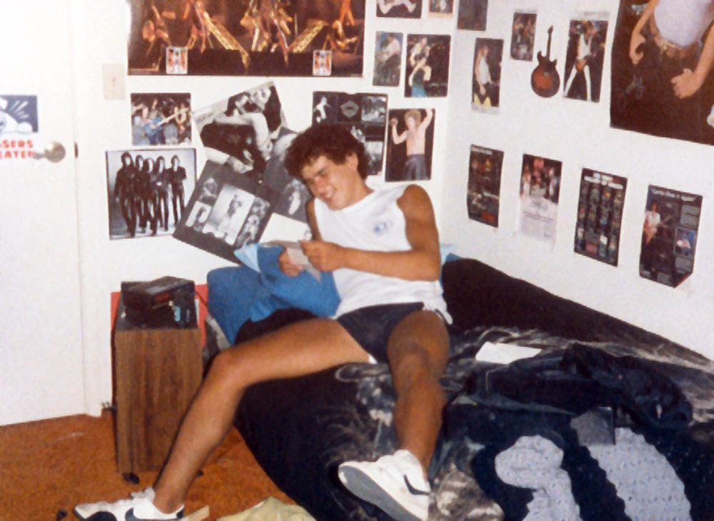 So Many Posters! 40 Vintage Pictures Showing Teenage ...