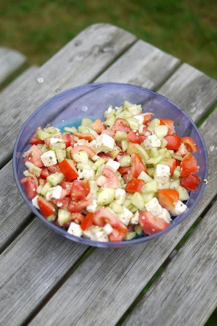 Tomaten-Gurken-Salat mit Feta | Rezept | Salat | Essen | Sommerküche