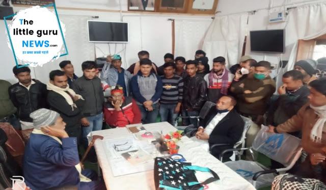 फार्म जमा नही होने से नाराज छात्रों ने किया हंगामा