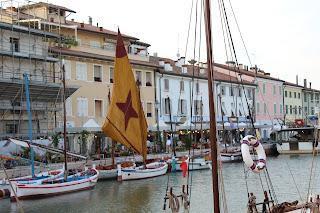 le navi del museo lungo il porto canelae