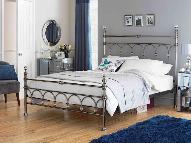 Leilani bed, double with crystal finials