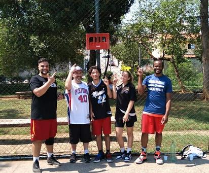 A Quadra Poliespotiva do Parque Linear Mongaguá - Ganha Melhorias através de ação de amigos para o basquete