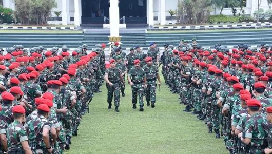 TNI Peringatkan Penyebar Hoax Video 'WN China Pakai Truk TNI'