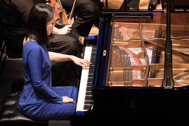 Yeol Eum Son and Iceland Symphony Orchestra (Photo Benjamin Ealovega)