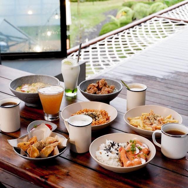 Menu di Ruang Lapang Cafe Bandung
