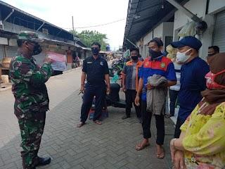 Babinsa Koramil 06/KD Secara Serentak Beri Imbauan Di Beberapa Pasar Dan Jalan Raya Dalam Rangka HUT RI Ke-75