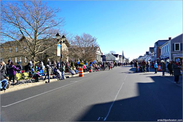 Court Street durante el Desfile de Acción de Gracias en Plymouth